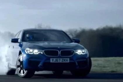 如果把宝马M5交到The Stig手里,那玩法是......