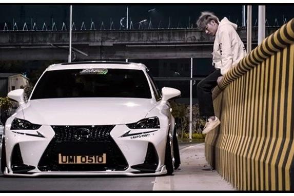 从昂克赛拉玩到雷克萨斯IS300,素雅的白骑士风格看起来很舒服!