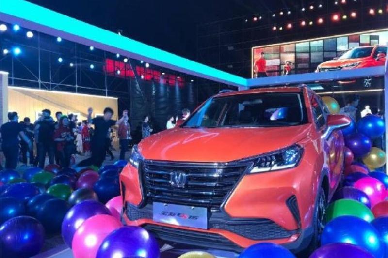 这款车上市让正热销的其他国产小型SUV有了压力,售价5.59万起