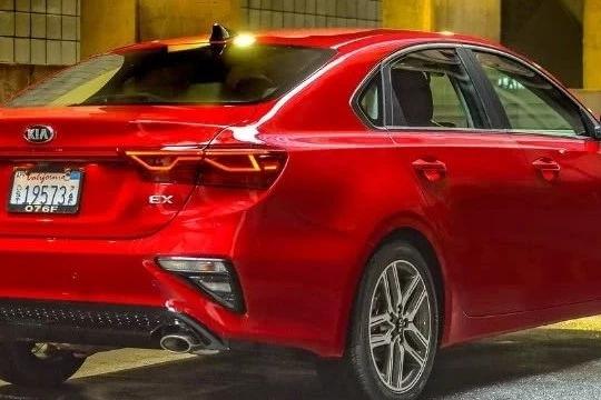 远看像凯美瑞,近看却像红旗,这款韩系车能讨中国消费者喜欢吗?