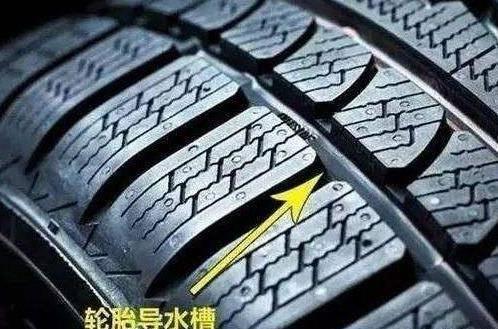 """轮胎的""""3条沟""""和""""4条沟""""区别在哪?看完分析,车主:?#36141;?#36873;对"""