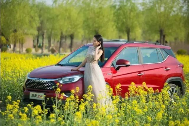 这款逆市走红的小型SUV,1.5T自动挡8万就能买