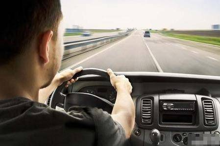 盘点老司机开车可能会有的5个动作,看看你占了几个?