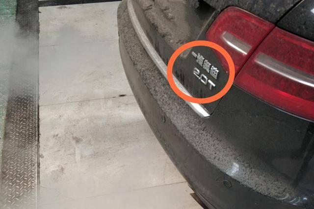 奥迪A6L发动机抖动,车主看到布满积碳的配件,表示不知所措