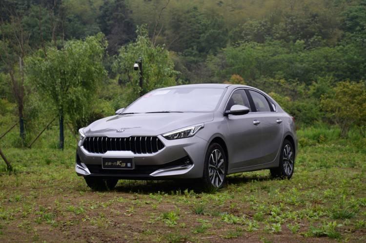 全新动力架构,百公里油耗5.1L,起亚这款新车不仅有颜值更有硬核实力