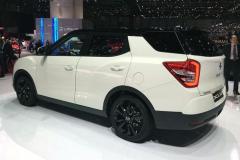 无人搭理的合资SUV!纯进口车型不足13万,油耗5.1升配1.6T引擎