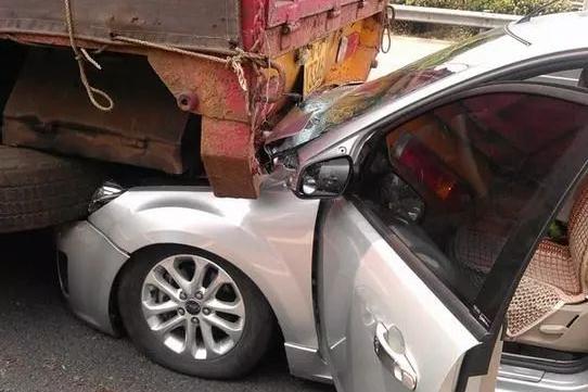 国产车被追尾反被肇事者破口大骂:你开国产车活该被撞!