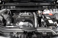 凯迪拉克可是低头了,XT5下探10万匹敌奥迪Q5,混动版油耗才6升
