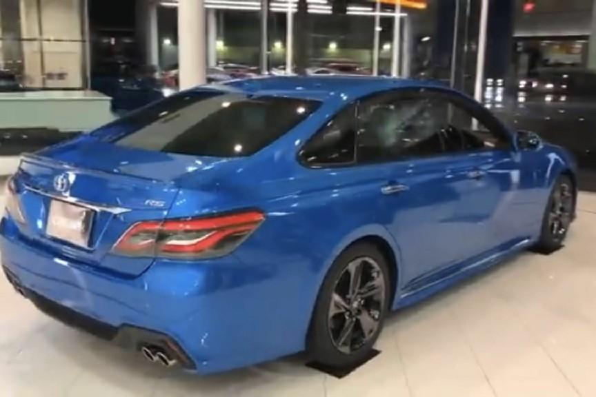 全新皇冠RS星际蓝色到店实拍