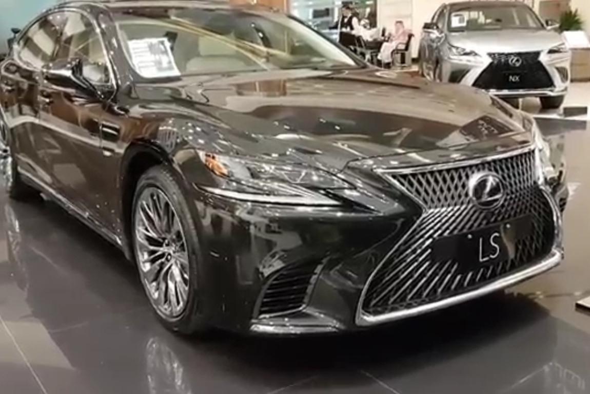 2019款雷克萨斯LS500到店实拍 直击你内心的帅气外观