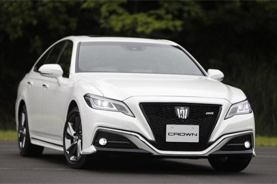 全新丰田皇冠2.0T+8AT,外观更时尚,多种动力搭配