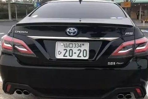 全新日版丰田皇冠实车曝光,造型霸气侧漏,网友:锐志又复活了?