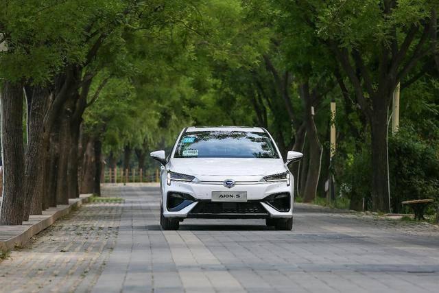 上市一个月订单近5万的秘密有哪些?试驾体验广汽新能源Aion S