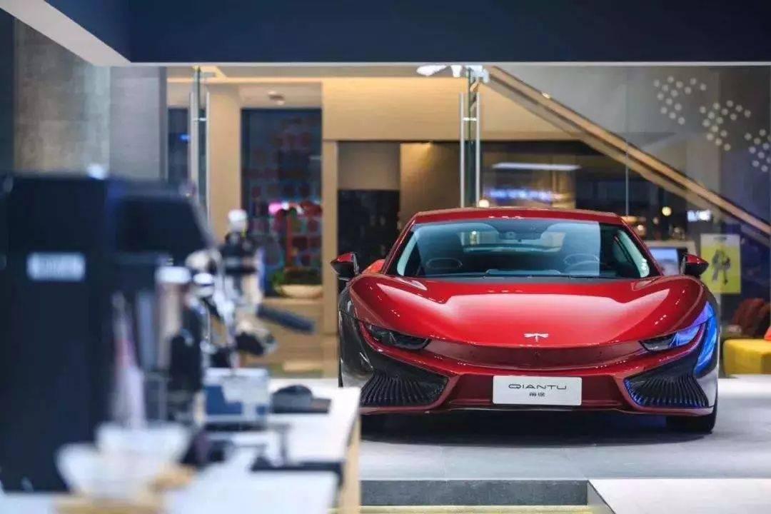 试驾国产首款电动跑车,100万的外观,50万的性能,20万的续航!