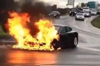 【懂车帝】新能源汽车电池起火咋办 别慌稳住我们能赢!
