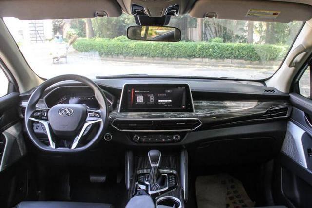 国产中大型SUVD90,非承载式车身带四驱系统,不足16万,却卖不动
