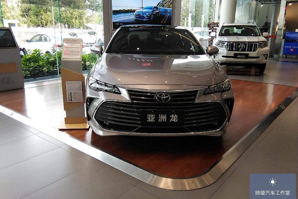 丰田亚洲龙到店实拍,号称皇冠继任者,实力到底怎么样呢?