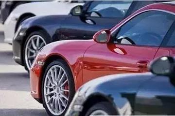 年轻人的第一台车,10万元预算,买轿车和SUV哪个更实用?