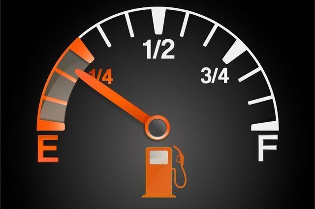 油表一亮汽车是否立马没油?这些车还能跑100多公里,不必惊慌