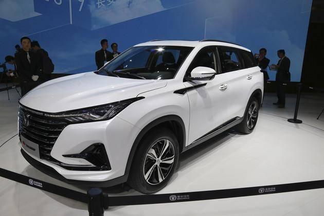长安全新运动SUV,配双12.3英寸大屏与64色氛围灯,油耗最低6.7L