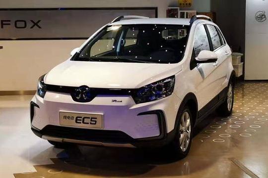 路咖与车:价格/续航里程是亮点 体验北汽新能源EC5