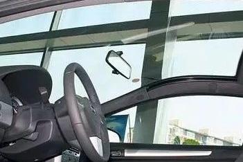 装上这块玻璃,开车就像在地面开飞机!网友:想和阳光玩游戏?