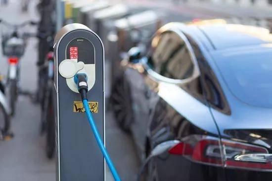 新能源上半年增幅收窄 比亚迪卫冕 新势力三足鼎立