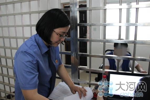 张铮在看守所提审犯罪嫌疑人-平顶山检察干警张铮 知心姐姐 检察官的图片