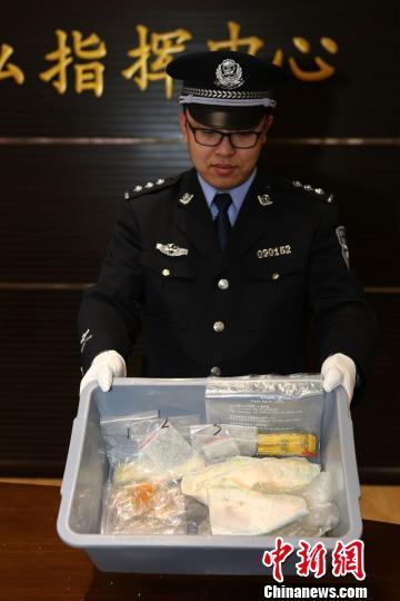 两名外籍人士人体藏毒入境在大连机场被截获。 高硕摄