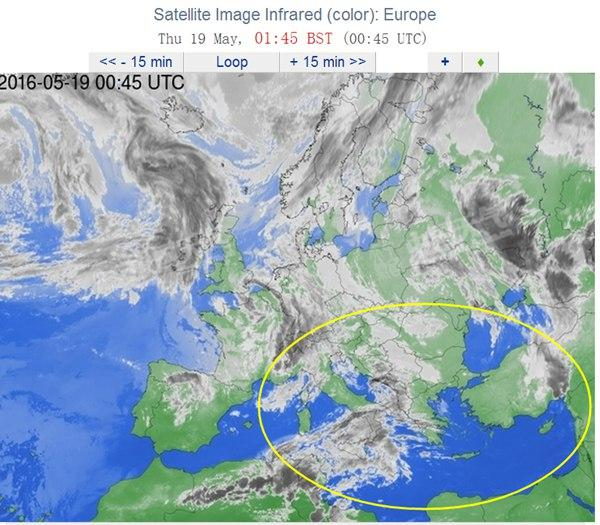凌晨1时45分卫星云图,黄圈为飞机消失的区域.-埃航客机消失区域图片