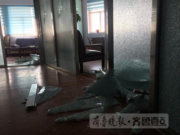 """运河家具广场两家""""新 办公家私老""""物业公司上演""""全武"""