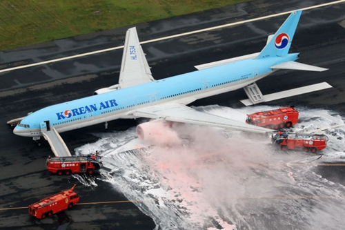 日本羽田机场:大韩航空客机机翼起火