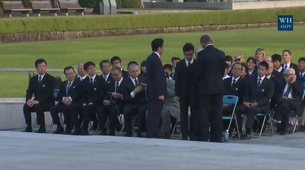 美国总统奥巴马在广岛和平纪念公园会见原子弹爆炸幸存者.