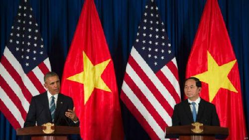 资料图:美国总统奥巴马与越南新任国家主席陈大光在联合记者会上。(法新社)