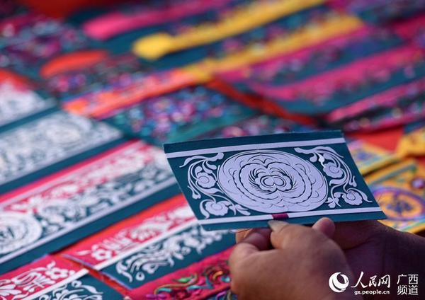 侗族刺绣花纹图片