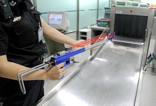 临沂机场安检半个月查获上百充电宝