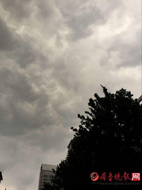 背景 壁纸 风景 气候 气象 天空 桌面 500_666 竖版 竖屏 手机