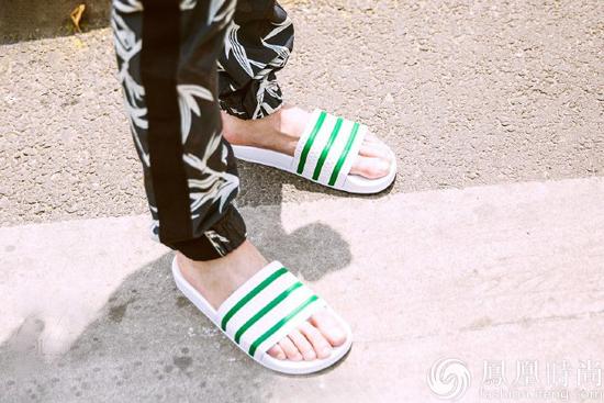 李光洁店名外穿上街搭配拖鞋也撩妹称微情趣用品睡衣图片