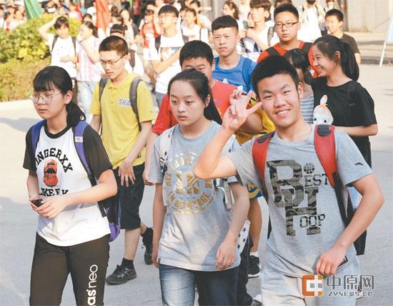 广西8万余成绩毕业生迎可以v万余日至7月8大学初中到民吗郑州中招泰语初中生图片