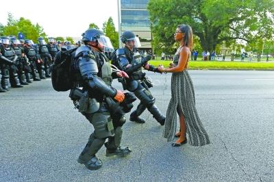 美国警方被批 过于军事化