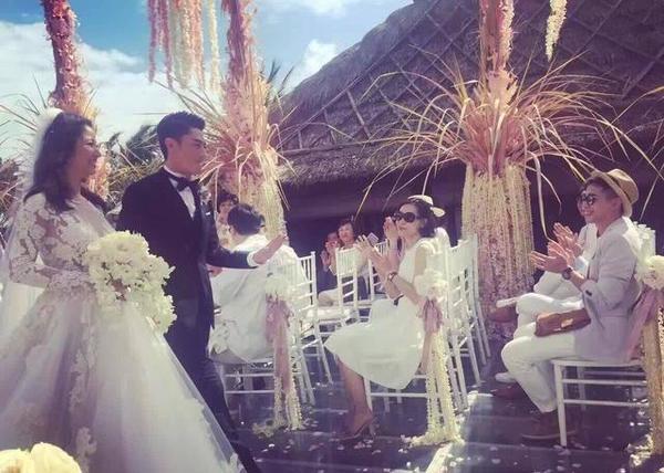 霍建华婚礼上亲吻林心如 宣誓:携手走过风雨图片