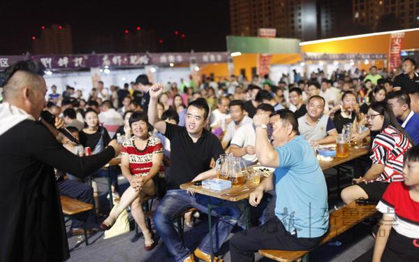 2016临沂青岛啤酒节迎首个主题之夜 欢乐嗨不停