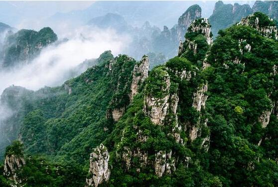 狼牙山坐落在河北省保定市易县西部