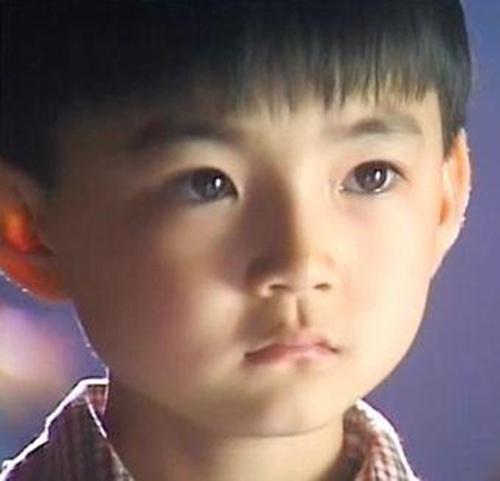 他9岁走红却成中国第一位入狱童星 扬名后失足黑帮