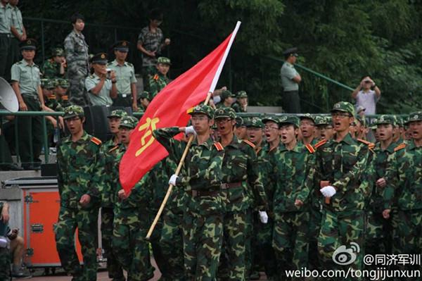 图说:同济大学正在进行军训活动。来源:新浪微博