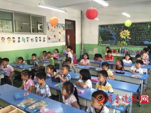 济南经十一路小学实拍第一天开学有对双胞胎做是小学生品图片