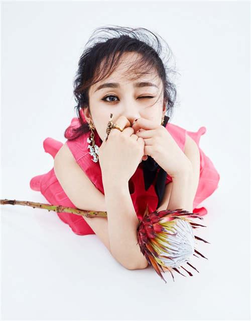 杨紫另类诠释人比花娇 最新杂志大片惊艳上线