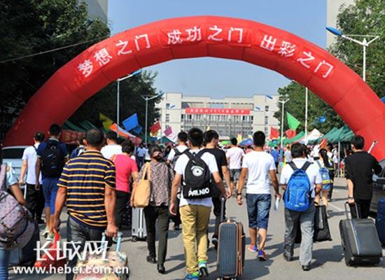 河北科技大学迎新 让新生懂得感恩 迈好大学第一步