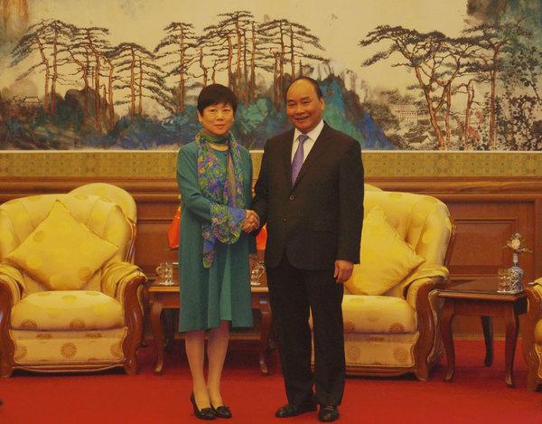 阮春福13日在北京钓鱼台国宾馆会见了中国人民对外友好协会会长李小林图片