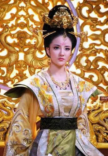 曾在《无字碑歌》中饰演青年武则天和太平公主,表现不俗.